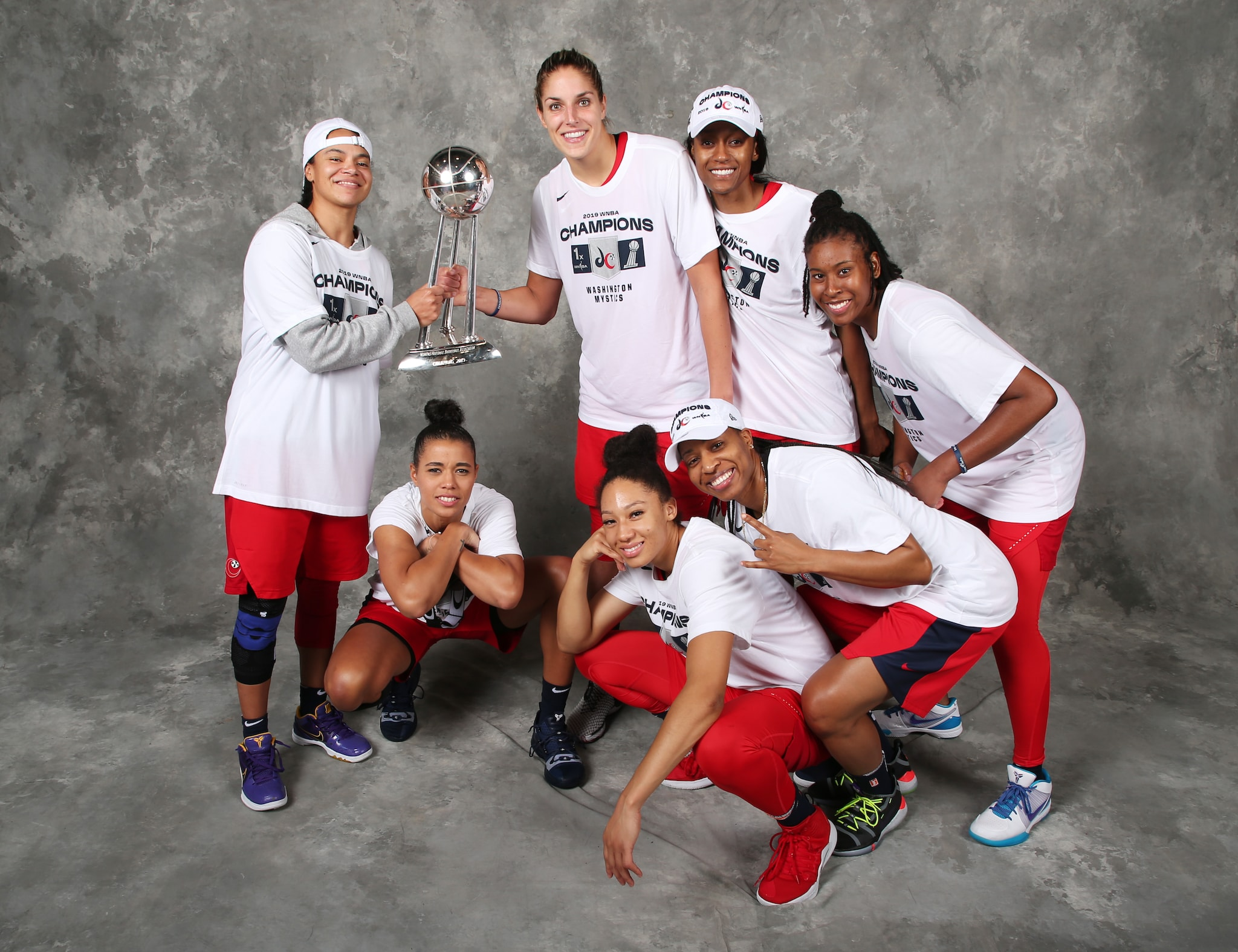 The Mystics pose with the WNBA Finals trophy.