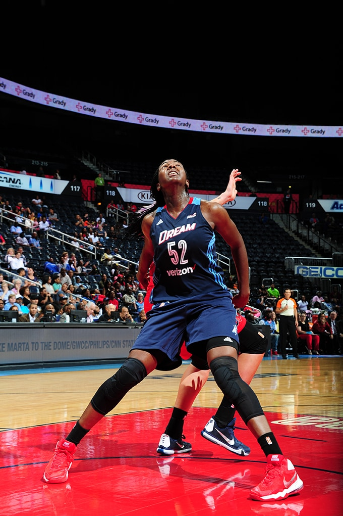 ATLANTA, GA - JUNE 5: Elizabeth Williams #52 of the Atlanta Dream boxes out against the Washington Mystics on June 5, 2016 at Philips Arena in Atlanta, Georgia.  NOTE TO USER: User expressly acknowledges and agrees that, by downloading and/or using this Photograph, user is consenting to the terms and conditions of the Getty Images License Agreement. Mandatory Copyright Notice: Copyright 2016 NBAE (Photo by Scott Cunningham/NBAE via Getty Images)