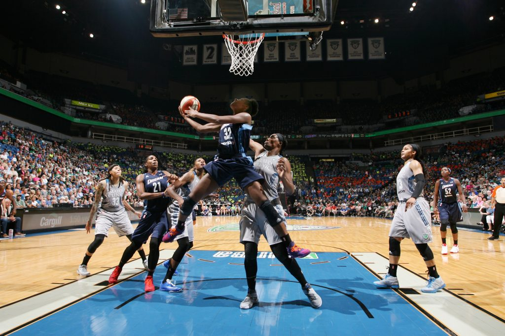 MINNEAPOLIS, MN - JULY 20: Bria Holmes #32 of the Atlanta Dream shoots a lay up against the Minnesota Lynx on July 20, 2016 at Target Center in Minneapolis, Minnesota. NOTE TO USER: User expressly acknowledges and agrees that, by downloading and or using this Photograph, user is consenting to the terms and conditions of the Getty Images License Agreement. Mandatory Copyright Notice: Copyright 2016 NBAE (Photo by David Sherman/NBAE via Getty Images)