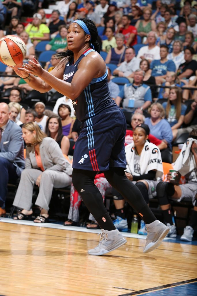 MINNEAPOLIS, MN - JULY 20: Markeisha Gatling #34 of the Atlanta Dream passes the ball against the Minnesota Lynx on July 20, 2016 at Target Center in Minneapolis, Minnesota. NOTE TO USER: User expressly acknowledges and agrees that, by downloading and or using this Photograph, user is consenting to the terms and conditions of the Getty Images License Agreement. Mandatory Copyright Notice: Copyright 2016 NBAE (Photo by David Sherman/NBAE via Getty Images)