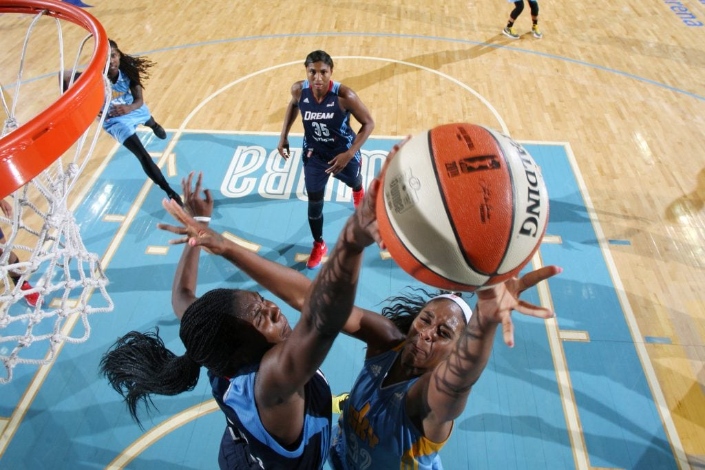 ROSEMONT, IL- AUGUST 26: Cheyenne Parker #32 of the Chicago Sky shoots the ball against Elizabeth Williams #52 of the Atlanta Dream on August 26, 2016 at the Allstate Arena in Rosemont, Illinois. NOTE TO USER: User expressly acknowledges and agrees that, by downloading and/or using this photograph, user is consenting to the terms and conditions of the Getty Images License Agreement. Mandatory Copyright Notice: Copyright 2016 NBAE (Photo by Gary Dineen/NBAE via Getty Images)