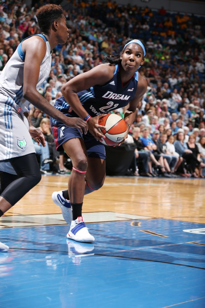 MINNEAPOLIS, MN - SEPTEMBER 17: Reshanda Gray #21 of the Atlanta Dream handles the ball against the Minnesota Lynx on September 17, 2016 at Target Center in Minneapolis, Minnesota. NOTE TO USER: User expressly acknowledges and agrees that, by downloading and or using this Photograph, user is consenting to the terms and conditions of the Getty Images License Agreement. Mandatory Copyright Notice: Copyright 2016 NBAE (Photo by David Sherman/NBAE via Getty Images)