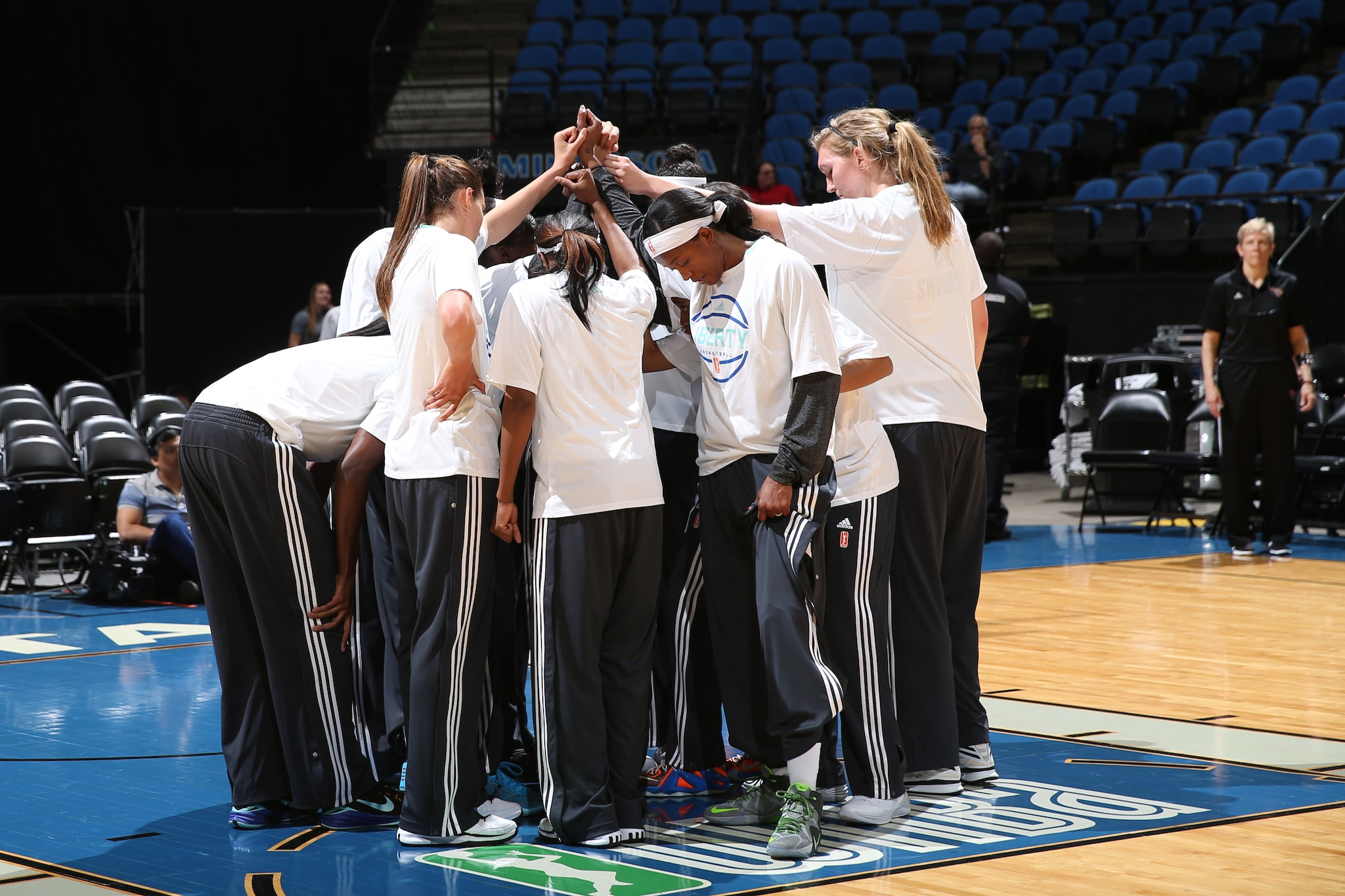 MINNEAPOLIS, MN - JUNE 1:  The New York Liberty huddle before the WNBA Preseason game against the Minnesota Lynx on June 1, 2015 at Target Center in Minneapolis, Minnesota. NOTE TO USER: User expressly acknowledges and agrees that, by downloading and or using this Photograph, user is consenting to the terms and conditions of the Getty Images License Agreement. Mandatory Copyright Notice: Copyright 2015 NBAE (Photo by David Sherman/NBAE via Getty Images)