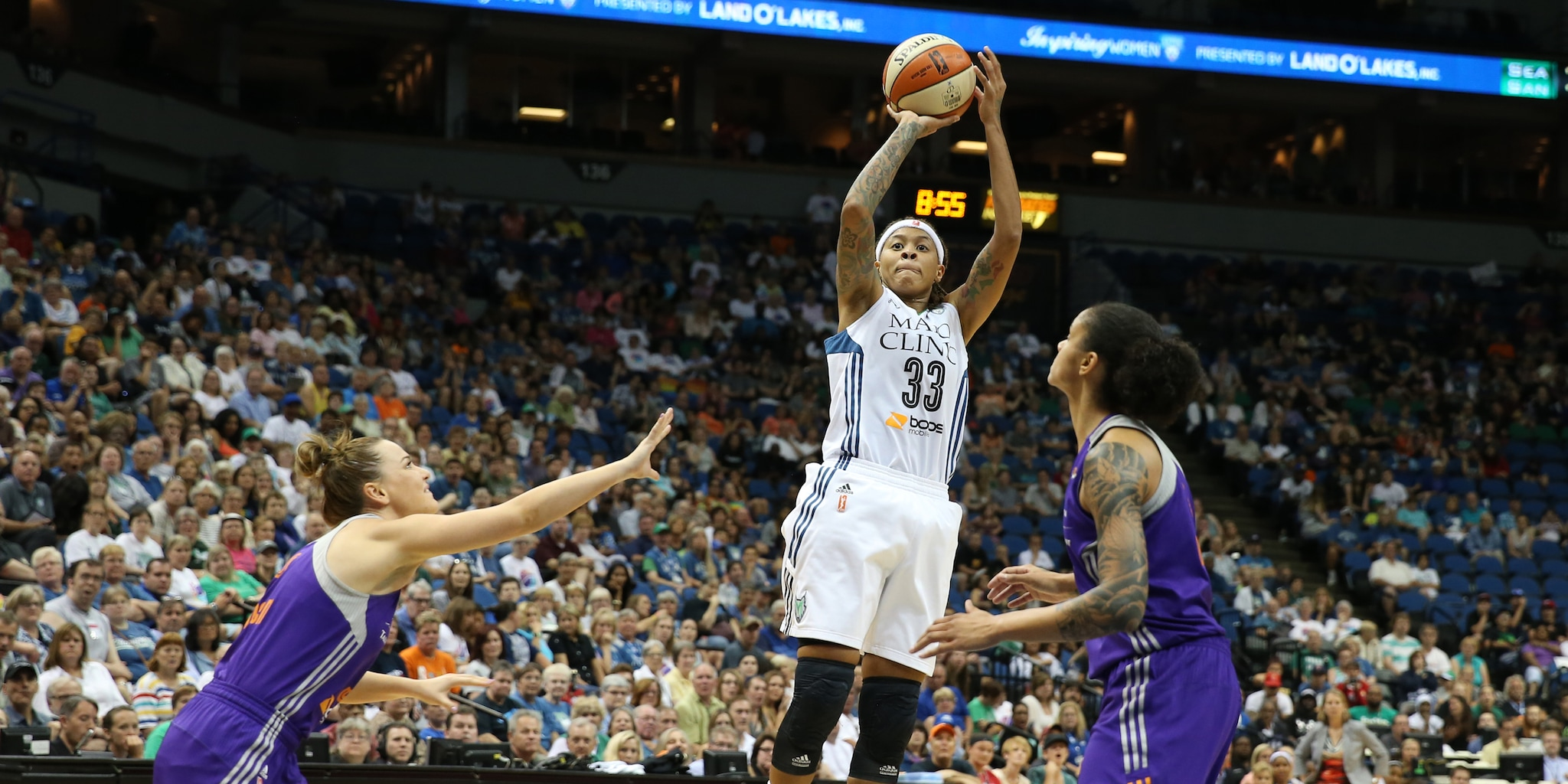 After a 24 point outburst against Seattle on Thursday night, Lynx guard Seimone Augustus cooled off a bit against the Mercury scoring just six points on 3-of-13 shooting.