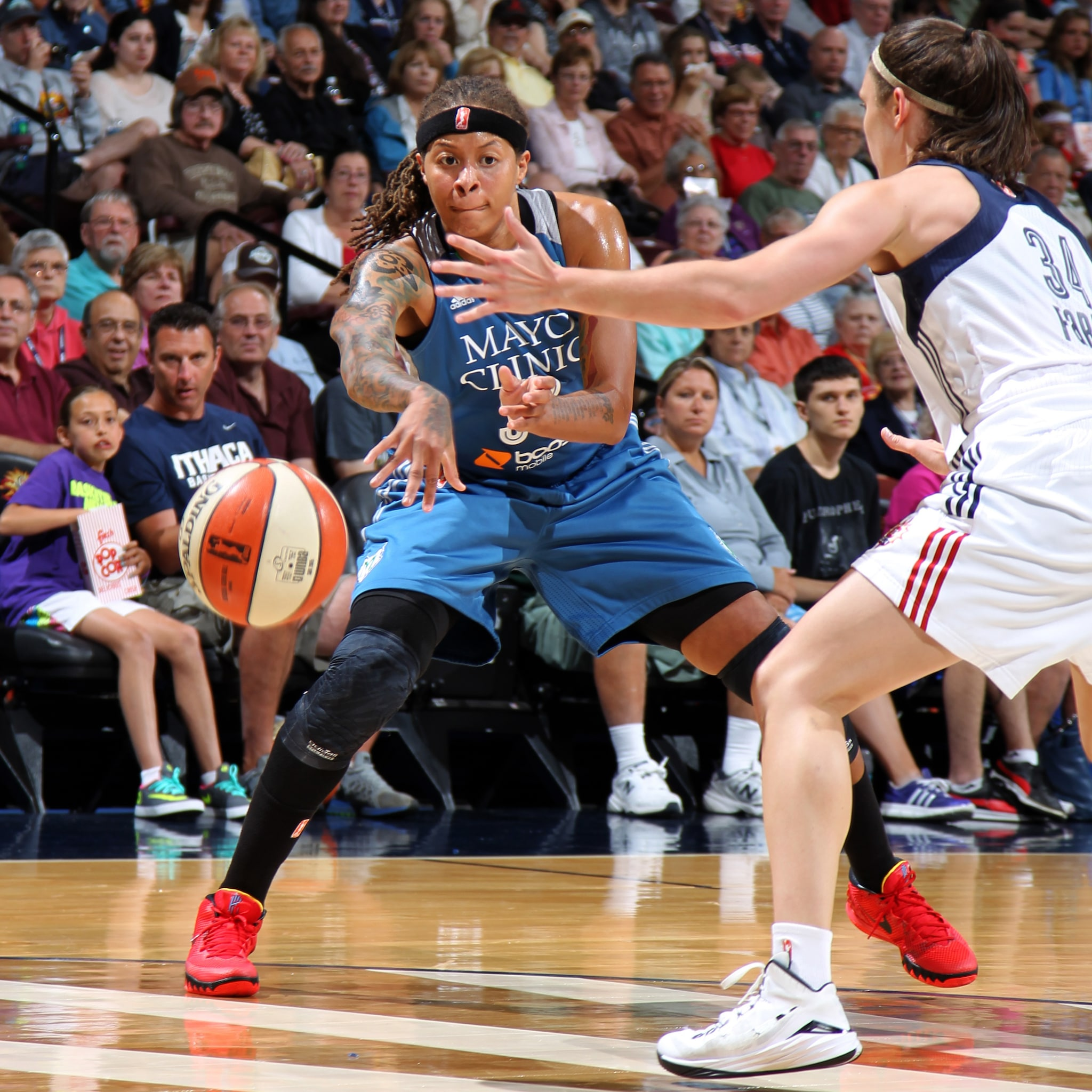 Lynx guard Seimone Augustus had a huge fourth quarter and helped lead the Lynx to a 85-79 victory over the Connecticut Sun last night.