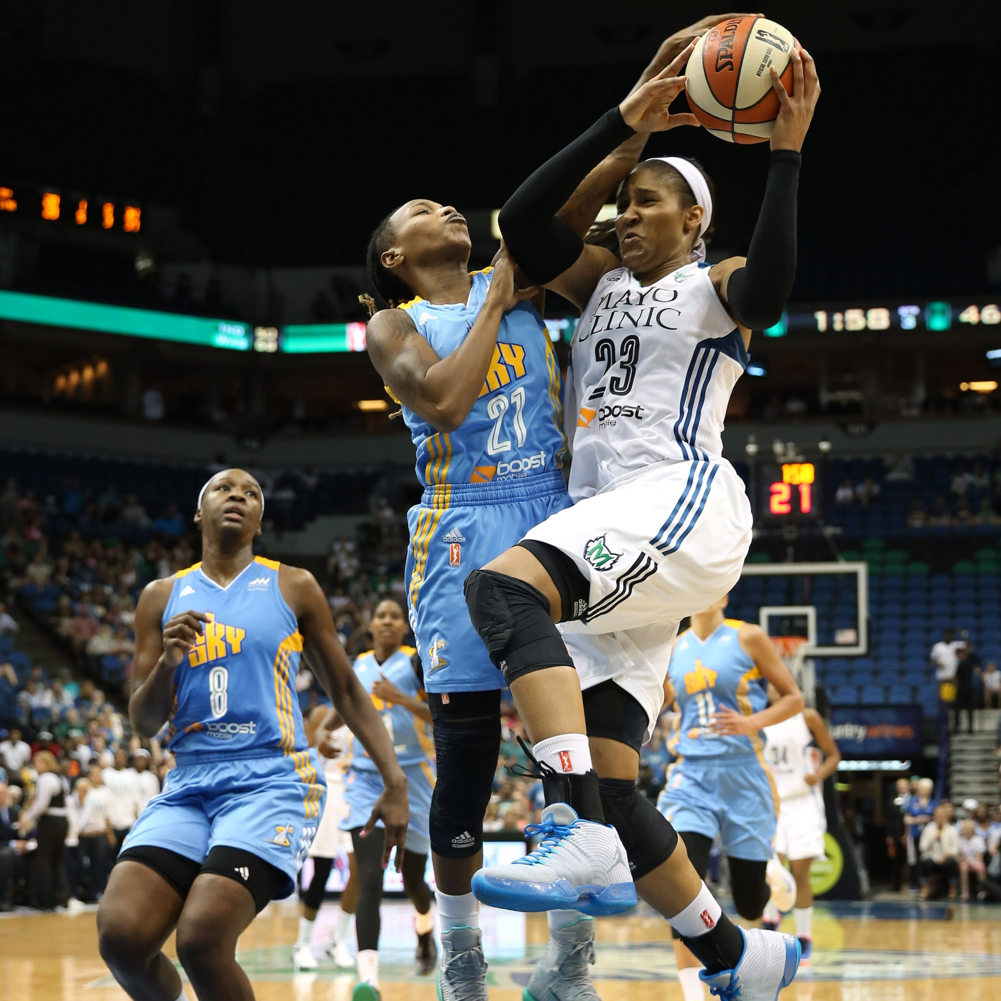 Lynx forward Maya Moore poured in a game-high 29 points, her sixth consecutive game with 20+ points