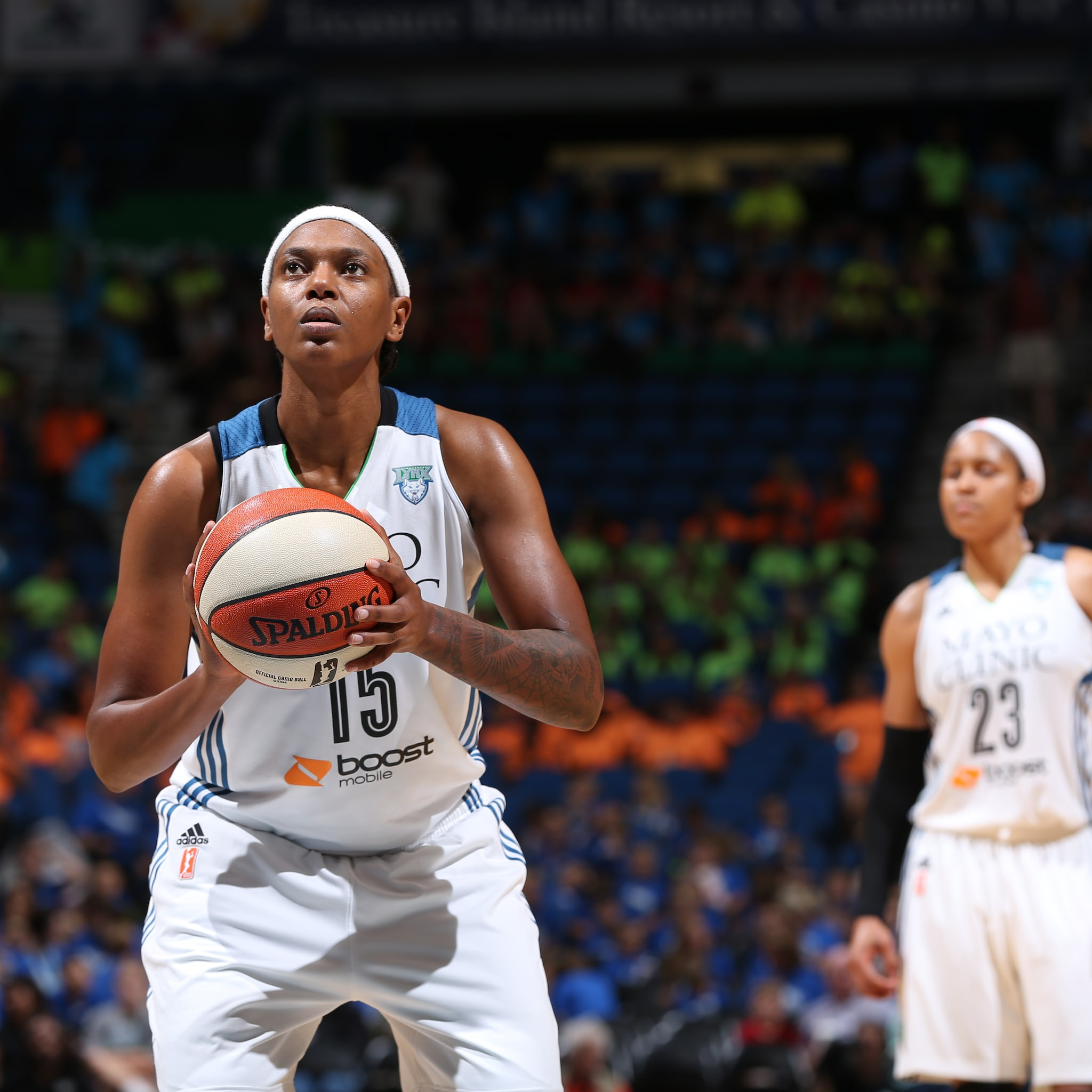MINNEAPOLIS, MN - JULY 22: Asjha Jones #15 of the Minnesota Lynx attempts a free throw against the Connecticut Sun on July 22, 2015 at Target Center in Minneapolis, Minnesota. NOTE TO USER: User expressly acknowledges and agrees that, by downloading and or using this Photograph, user is consenting to the terms and conditions of the Getty Images License Agreement. Mandatory Copyright Notice: Copyright 2015 NBAE (Photo by David Sherman/NBAE via Getty Images)