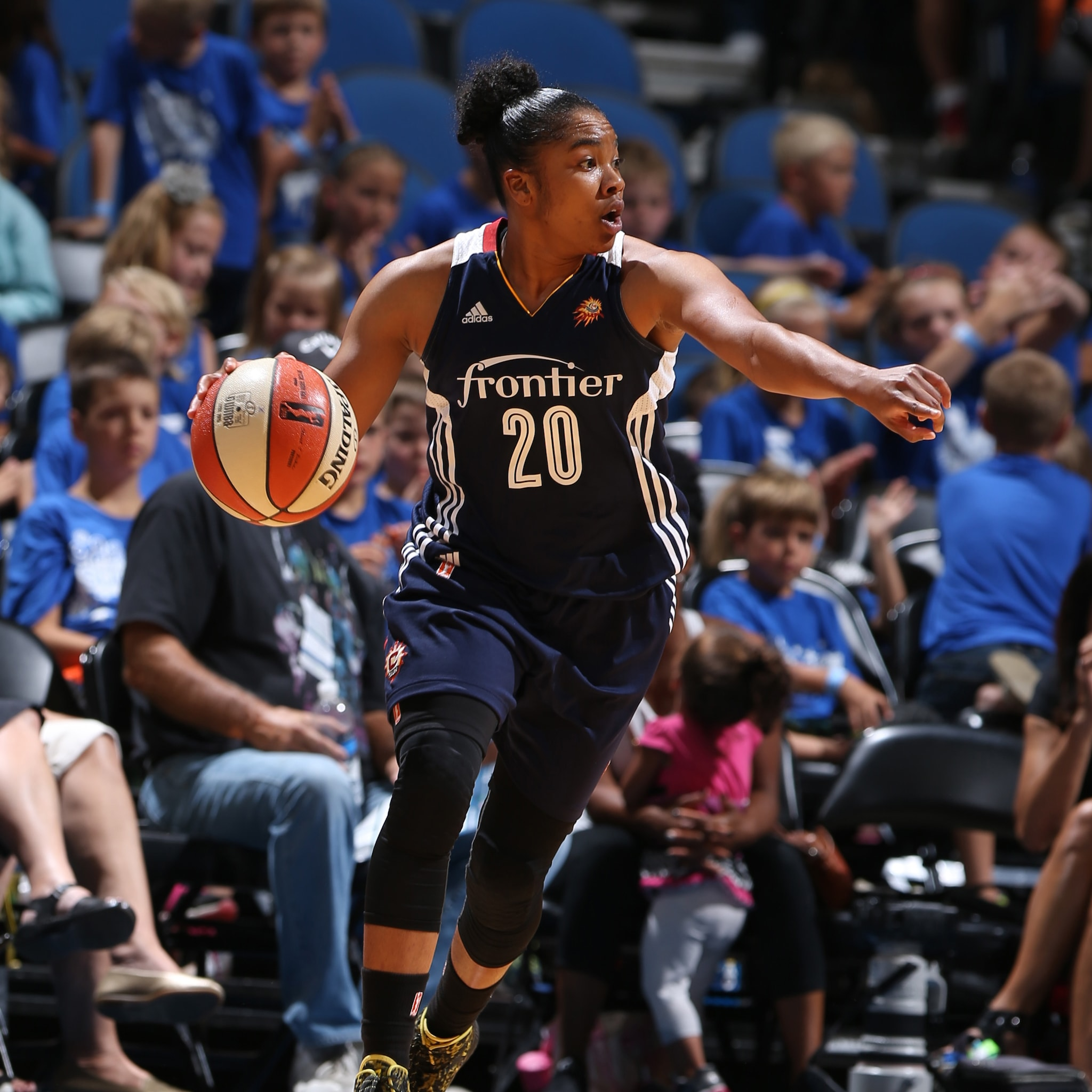 MINNEAPOLIS, MN - JULY 22: Alex Bentley #20 of the Connecticut Sun drives against the Minnesota Lynx on July 22, 2015 at Target Center in Minneapolis, Minnesota. NOTE TO USER: User expressly acknowledges and agrees that, by downloading and or using this Photograph, user is consenting to the terms and conditions of the Getty Images License Agreement. Mandatory Copyright Notice: Copyright 2015 NBAE (Photo by David Sherman/NBAE via Getty Images)