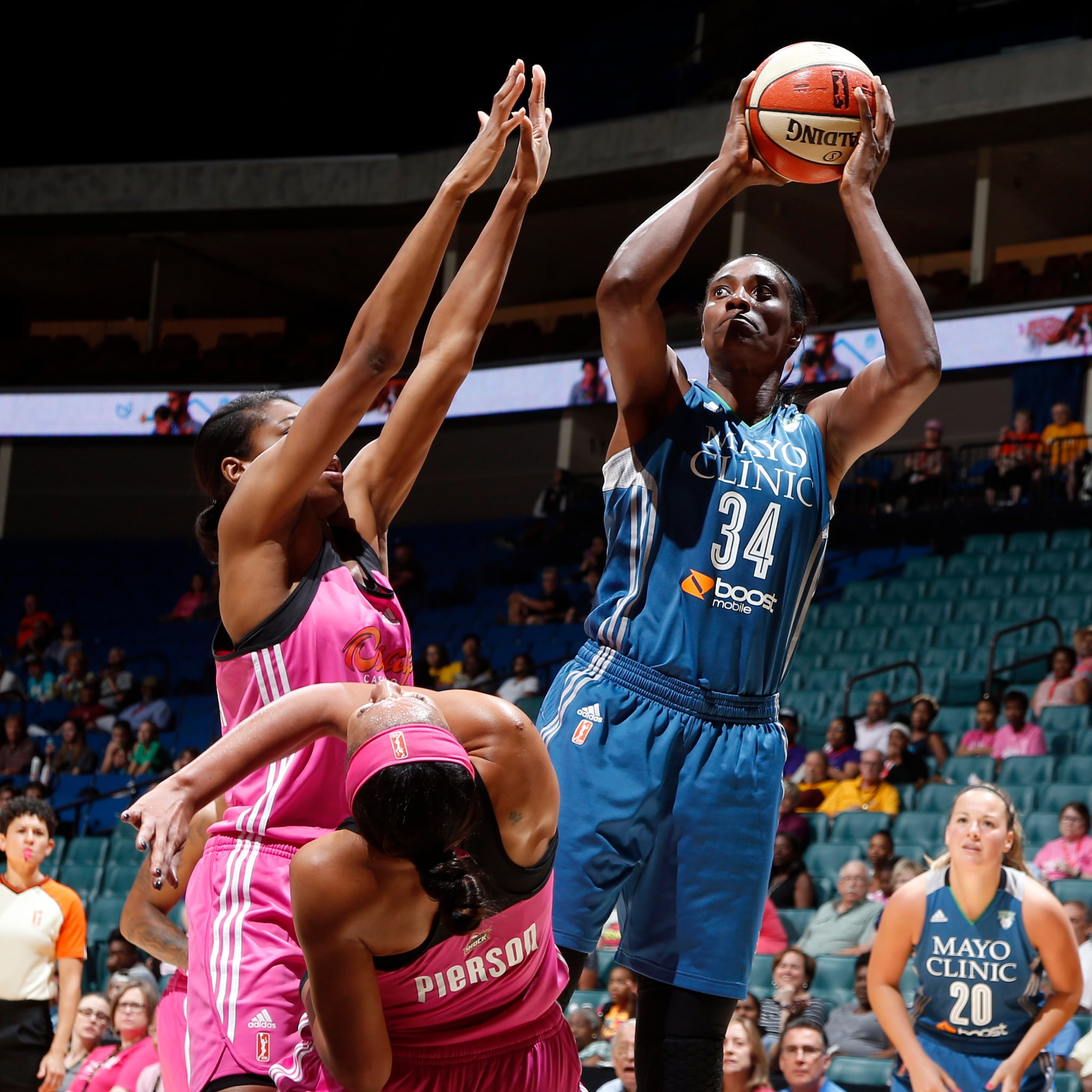 Lynx center Sylvia Fowles paced Minnesota on their way to a victory. Fowles finished with 19 points on 5-of-7 shooting (71 percent) to go with her six rebounds in  24 minutes of playing time.