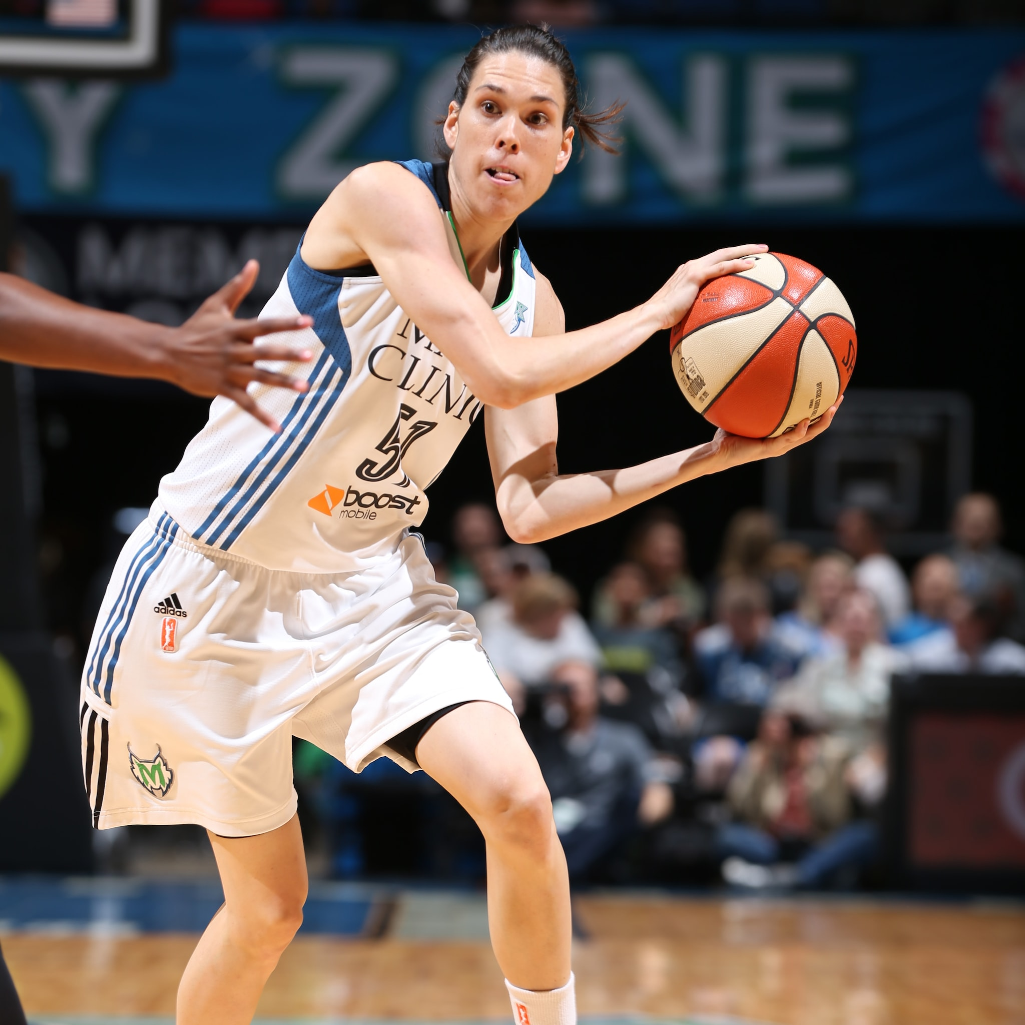 All five Lynx starters scored in double-figures on Friday night, and that included guard Anna Cruz. Cruz played great defense once again while finishing with 12 points, four rebounds and six assists in the Lynx win.