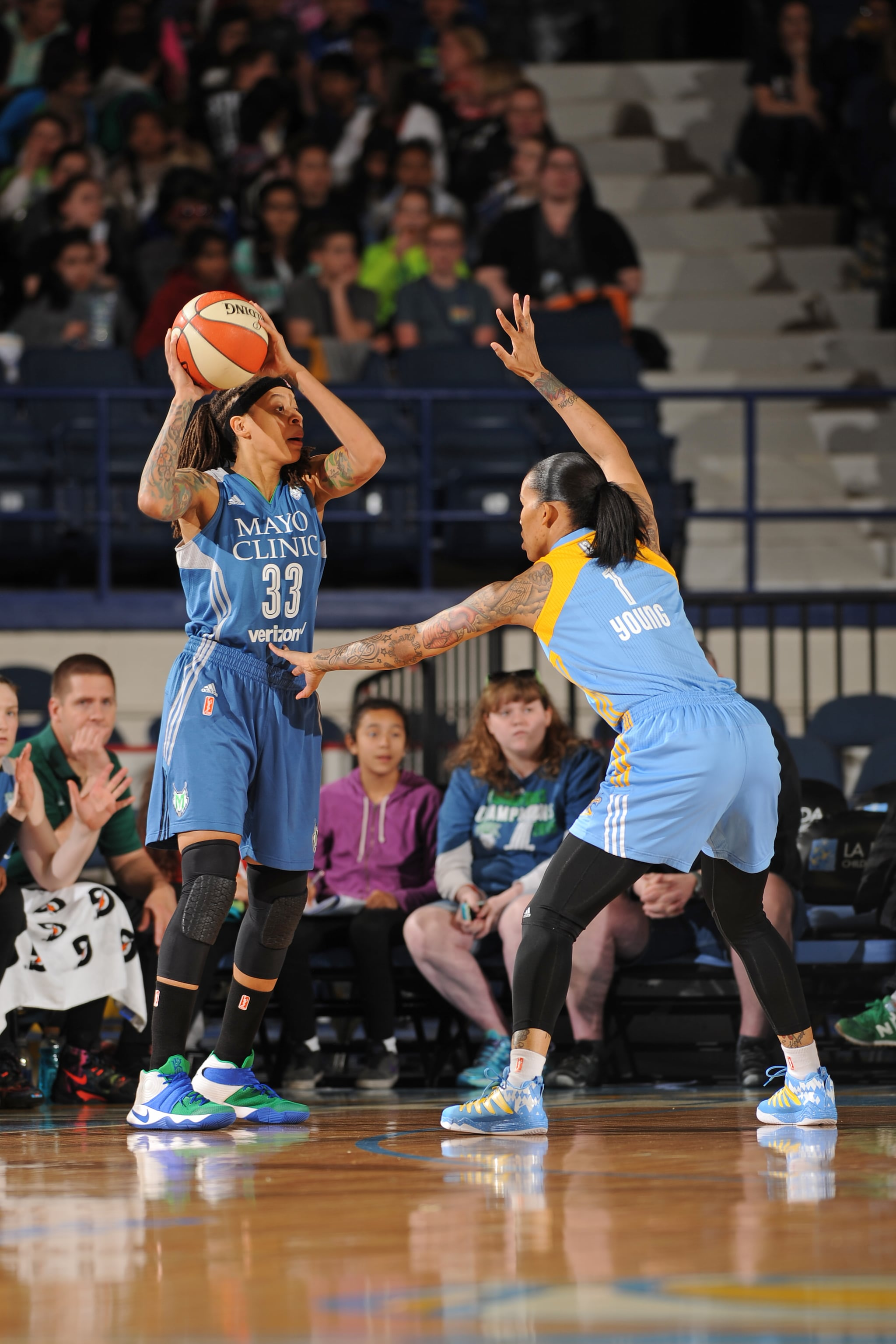 ROSEMONT, IL- MAY 18: Seimone Augustus #33 of the Minnesota Lynx looks to pass the ball against the Chicago Sky on May 18, 2016 at the Allstate Arena in Rosemont, Illinois. NOTE TO USER: User expressly acknowledges and agrees that, by downloading and/or using this photograph, user is consenting to the terms and conditions of the Getty Images License Agreement. Mandatory Copyright Notice: Copyright 2016 NBAE (Photo by Randy Belice/NBAE via Getty Images)
