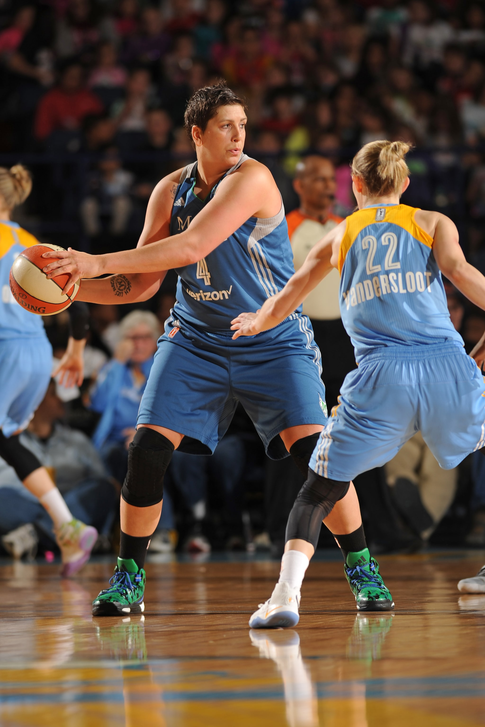 ROSEMONT, IL- MAY 18: Janel McCarville #4 of the Minnesota Lynx protects the ball against the Chicago Sky on May 18, 2016 at the Allstate Arena in Rosemont, Illinois. NOTE TO USER: User expressly acknowledges and agrees that, by downloading and/or using this photograph, user is consenting to the terms and conditions of the Getty Images License Agreement. Mandatory Copyright Notice: Copyright 2016 NBAE (Photo by Randy Belice/NBAE via Getty Images)