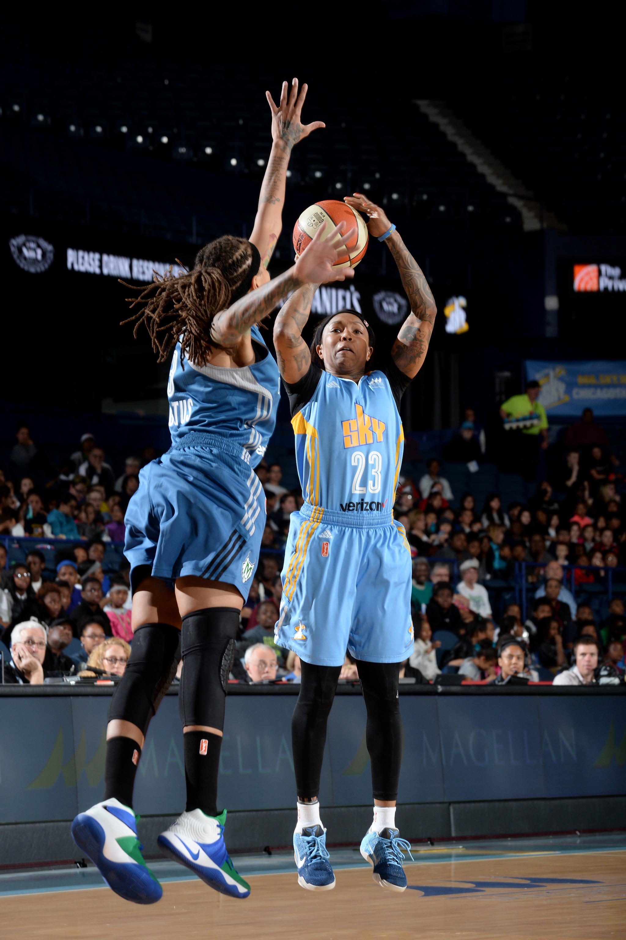 ROSEMONT, IL- MAY 18: Cappie Pondexter #23 of the Chicago Sky shoots the ball against the Minnesota Lynx on May 18, 2016 at the Allstate Arena in Rosemont, Illinois. NOTE TO USER: User expressly acknowledges and agrees that, by downloading and/or using this photograph, user is consenting to the terms and conditions of the Getty Images License Agreement. Mandatory Copyright Notice: Copyright 2016 NBAE (Photo by Randy Belice/NBAE via Getty Images)