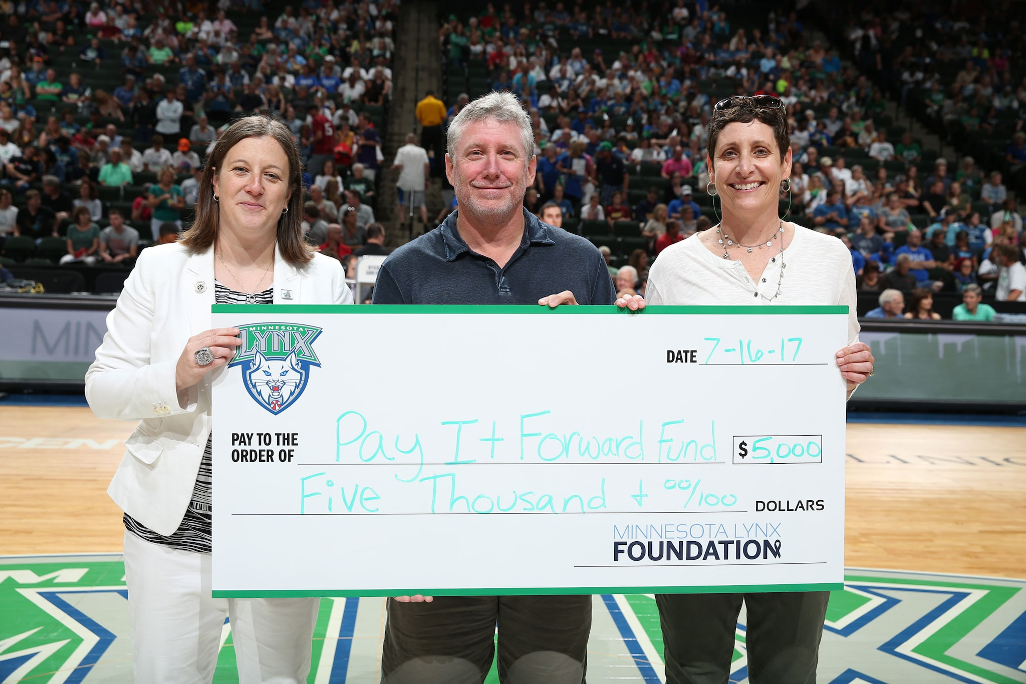 Minnesota Lynx present The Pay It Forward Fund with grant
