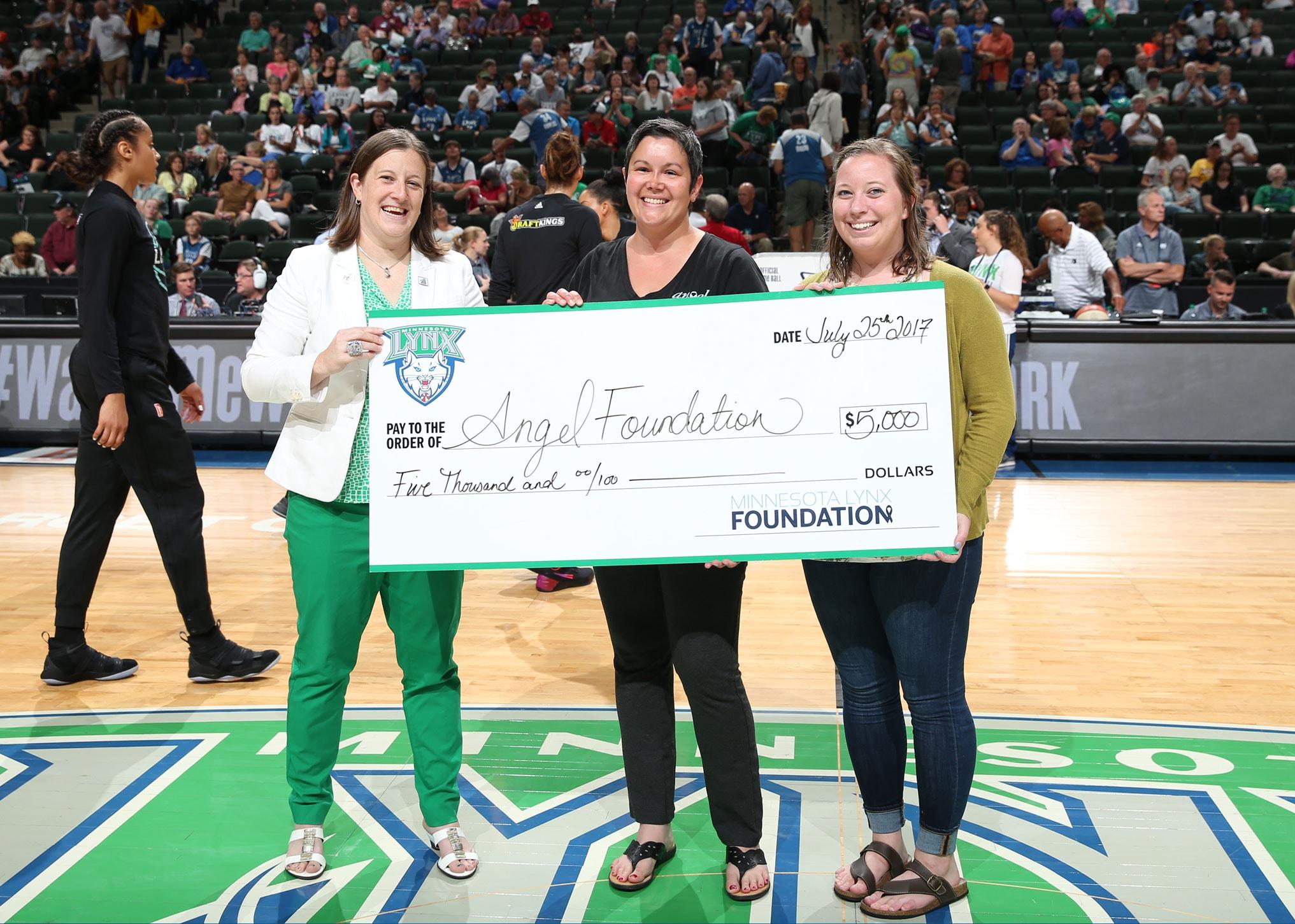 Minnesota Lynx present Angel Foundation with grant