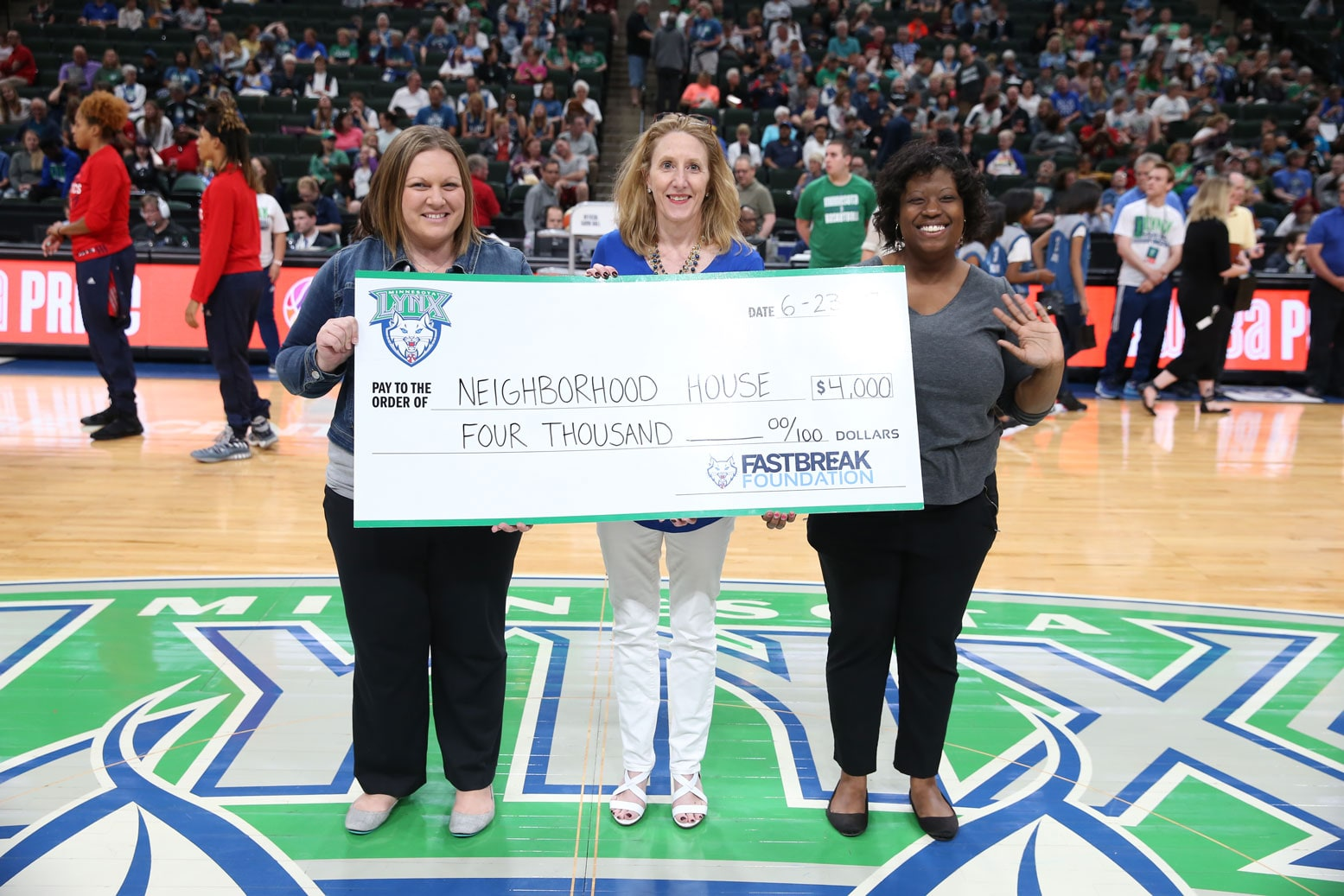 Lynx present grant to Neighborhood House