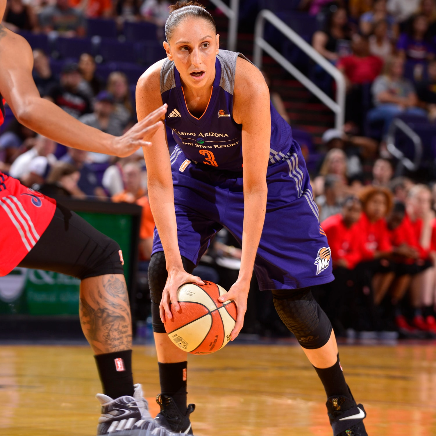 Diana Taurasi with the court vision