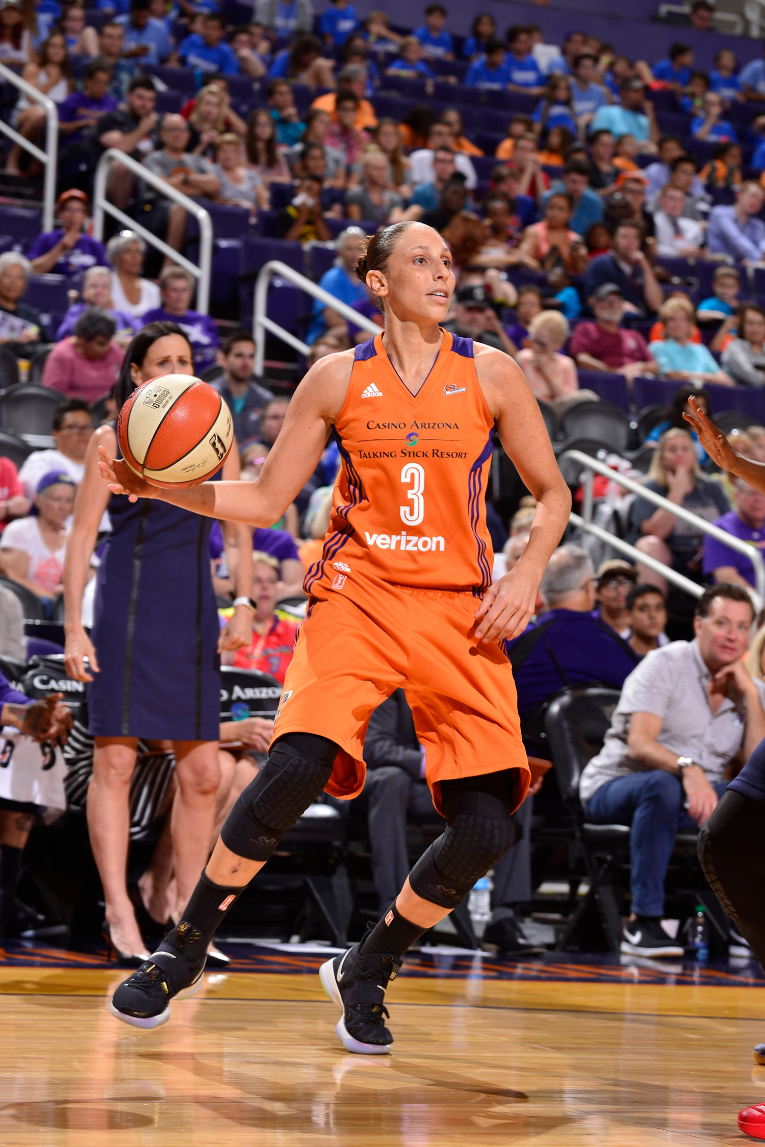 diana taurasi runs the phoenix mercury offense