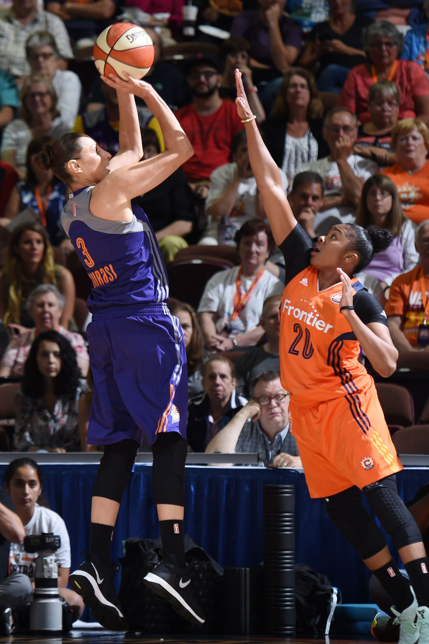 Diana Taurasi goes to work for Phoenix Mercury v Connecticut Sun