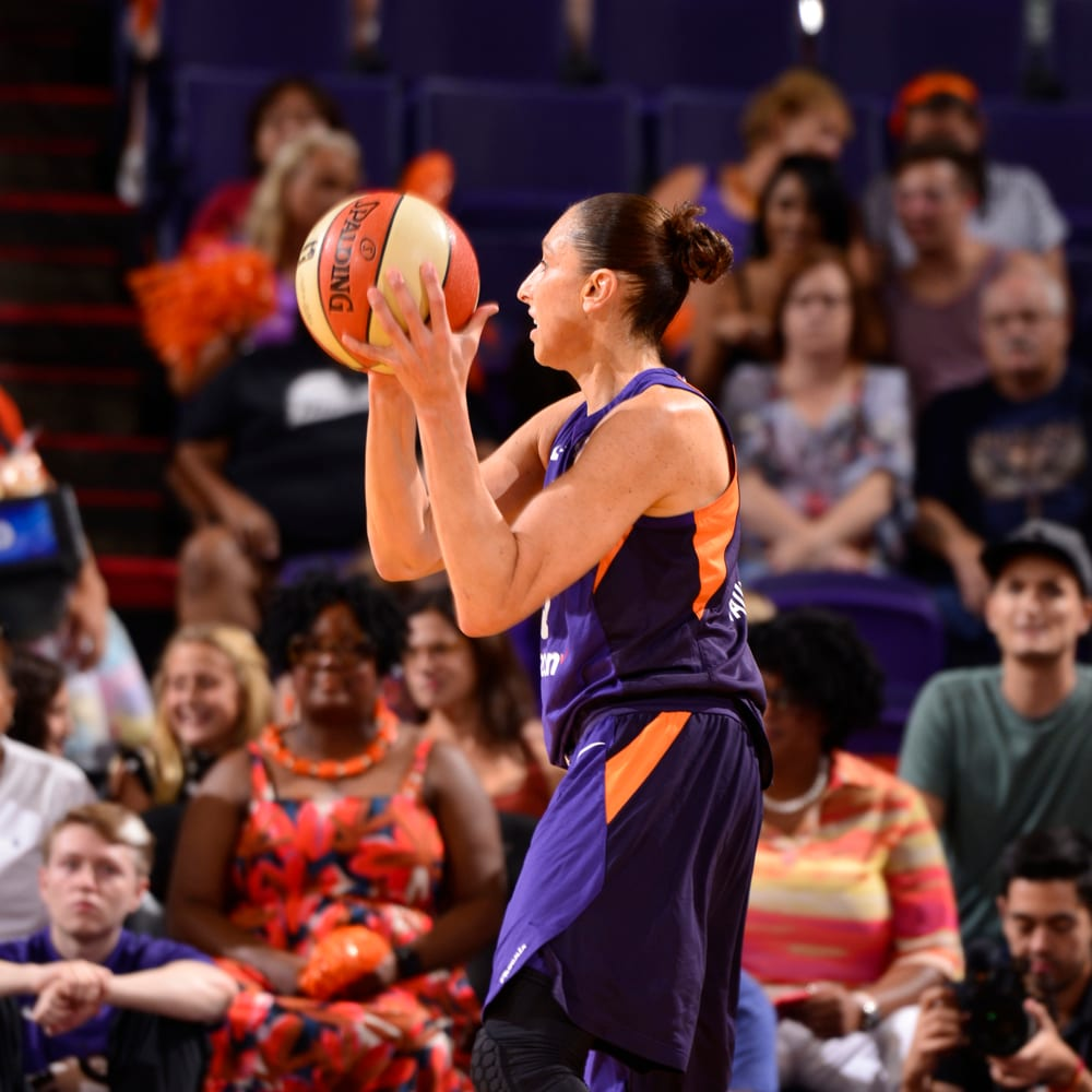 Diana Taurasi gets teammates involved