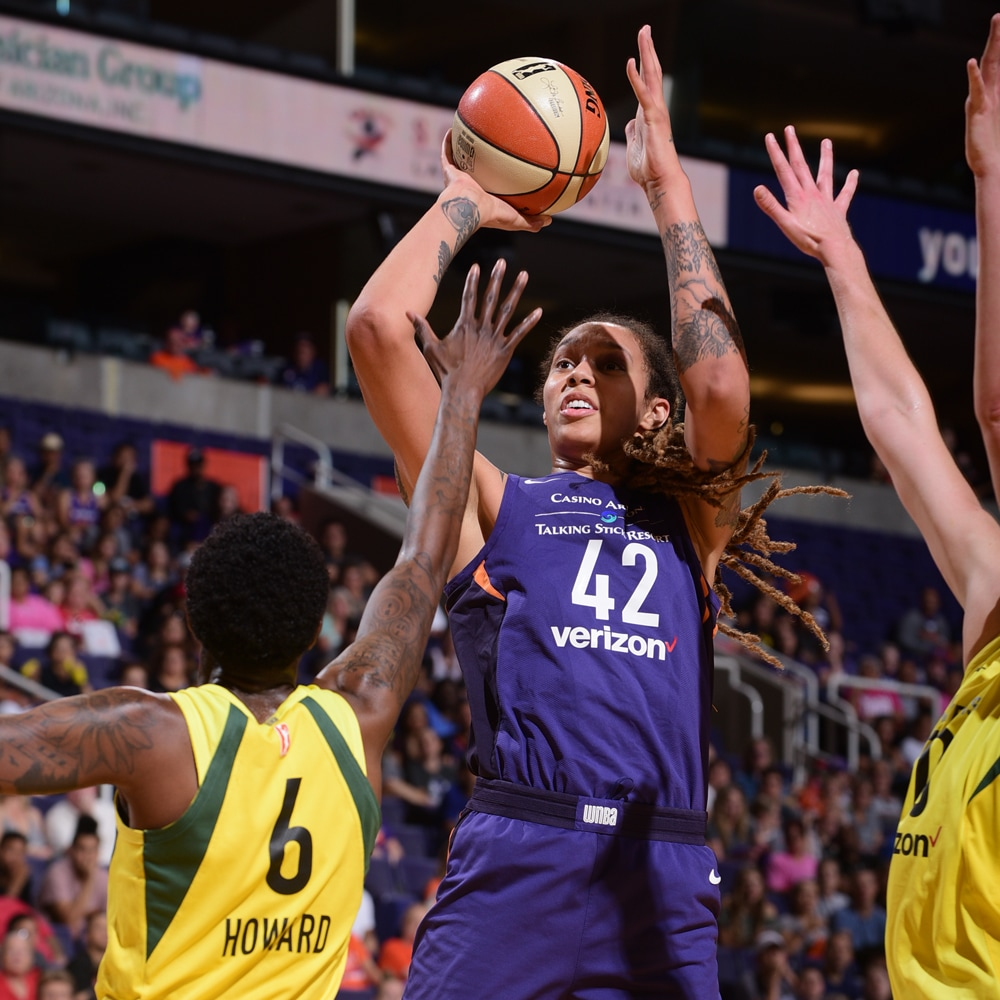 brittney griner shoots in traffic