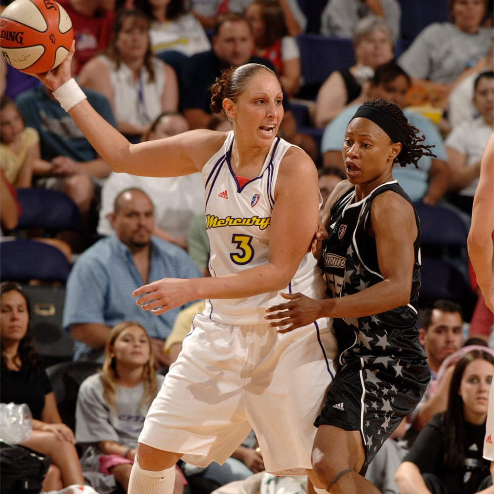 Diana Taurasi posts up