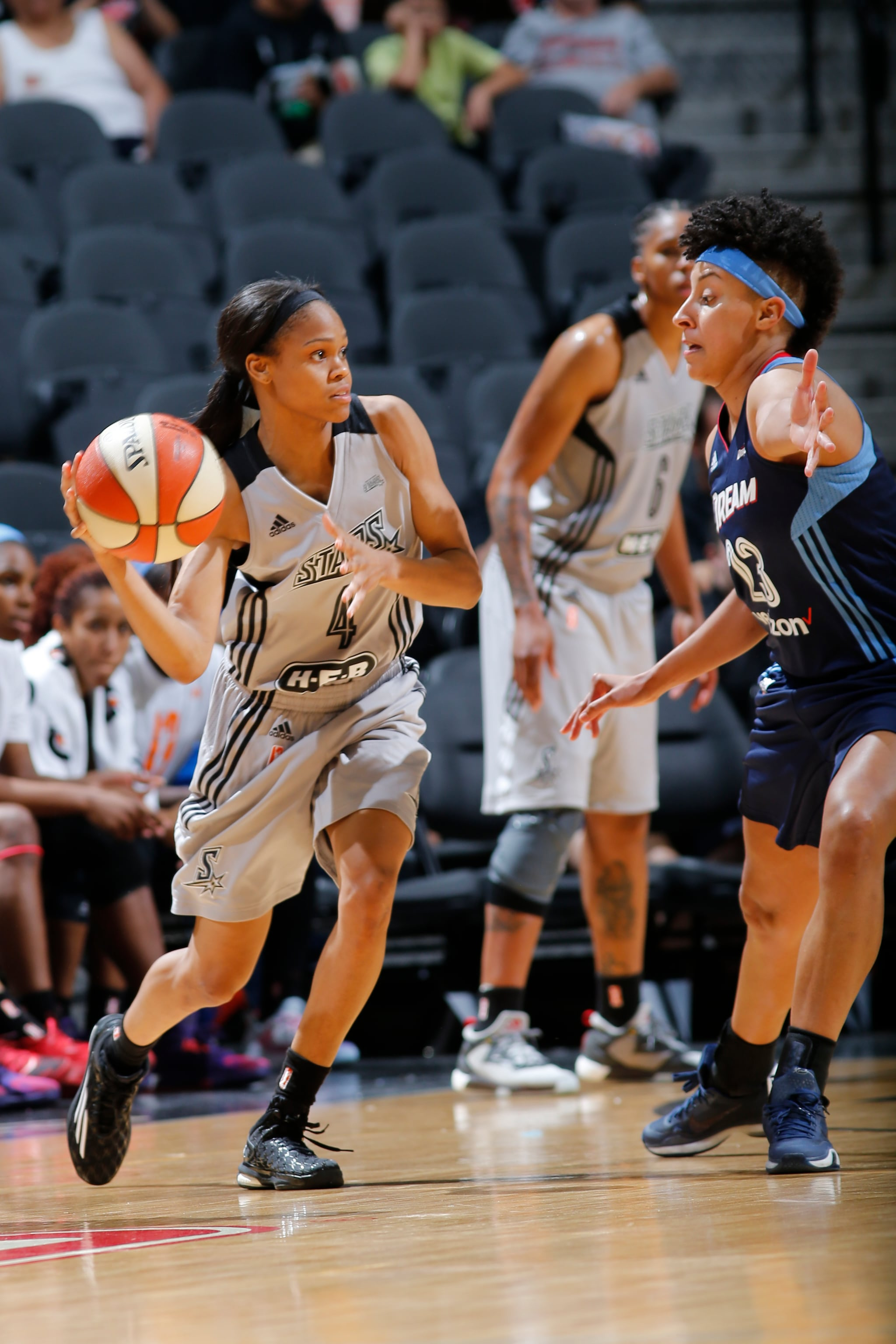 SAN ANTONIO, TX - MAY 14: Moriah Jefferson #4 of the San Antonio Stars moves the ball against the Atlanta Dream during the game on May 14, 2016 at AT&T Center in San Antonio, Texas. NOTE TO USER: User expressly acknowledges and agrees that, by downloading and or using this Photograph, user is consenting to the terms and conditions of the Getty Images License Agreement. Mandatory Copyright Notice: Copyright 2016 NBAE (Photo by Chris Covatta/NBAE via Getty Images)