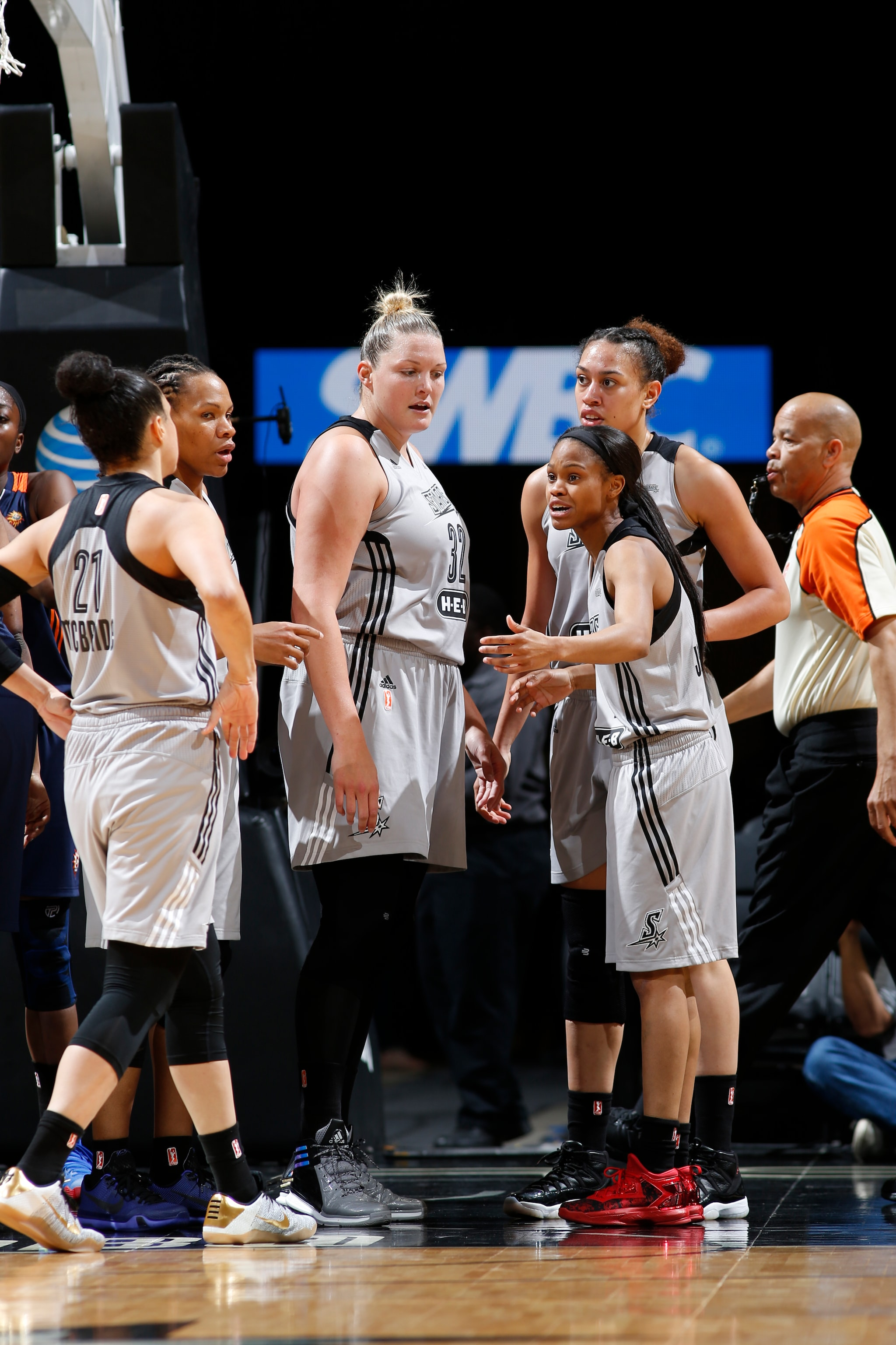 SAN ANTONIO, TX - MAY 19: The San Antonio Stars team huddles during the game against the Connecticut Sun on May 19, 2016 at AT&T Center in San Antonio, Texas. NOTE TO USER: User expressly acknowledges and agrees that, by downloading and or using this Photograph, user is consenting to the terms and conditions of the Getty Images License Agreement. Mandatory Copyright Notice: Copyright 2016 NBAE (Photo by Chris Covatta/NBAE via Getty Images)