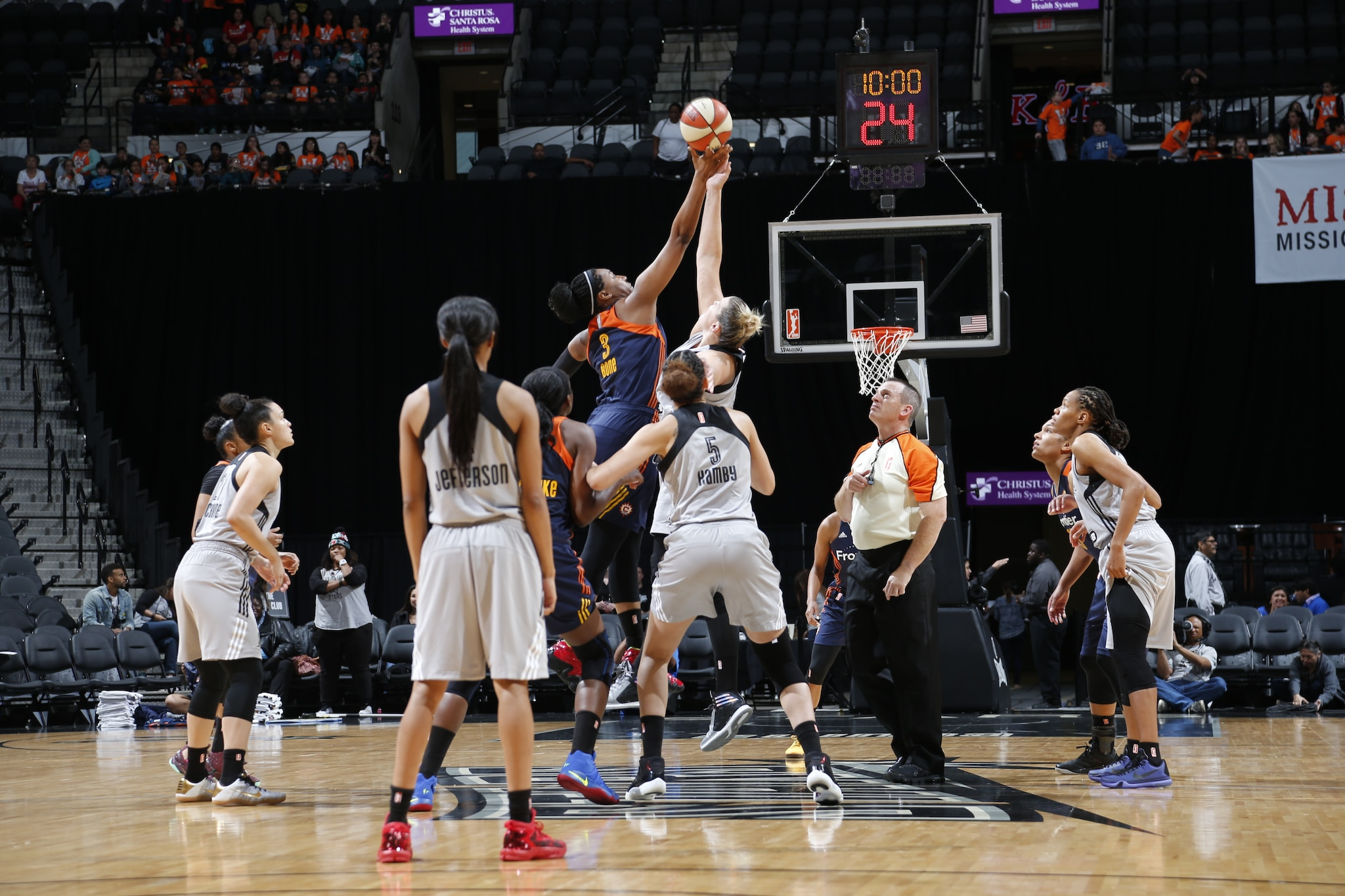 SAN ANTONIO, TX - MAY 19: A jumball between the Connecticut Sun and the San Antonio Stars on May 19, 2016 at AT&T Center in San Antonio, Texas. NOTE TO USER: User expressly acknowledges and agrees that, by downloading and or using this Photograph, user is consenting to the terms and conditions of the Getty Images License Agreement. Mandatory Copyright Notice: Copyright 2016 NBAE (Photo by Chris Covatta/NBAE via Getty Images)