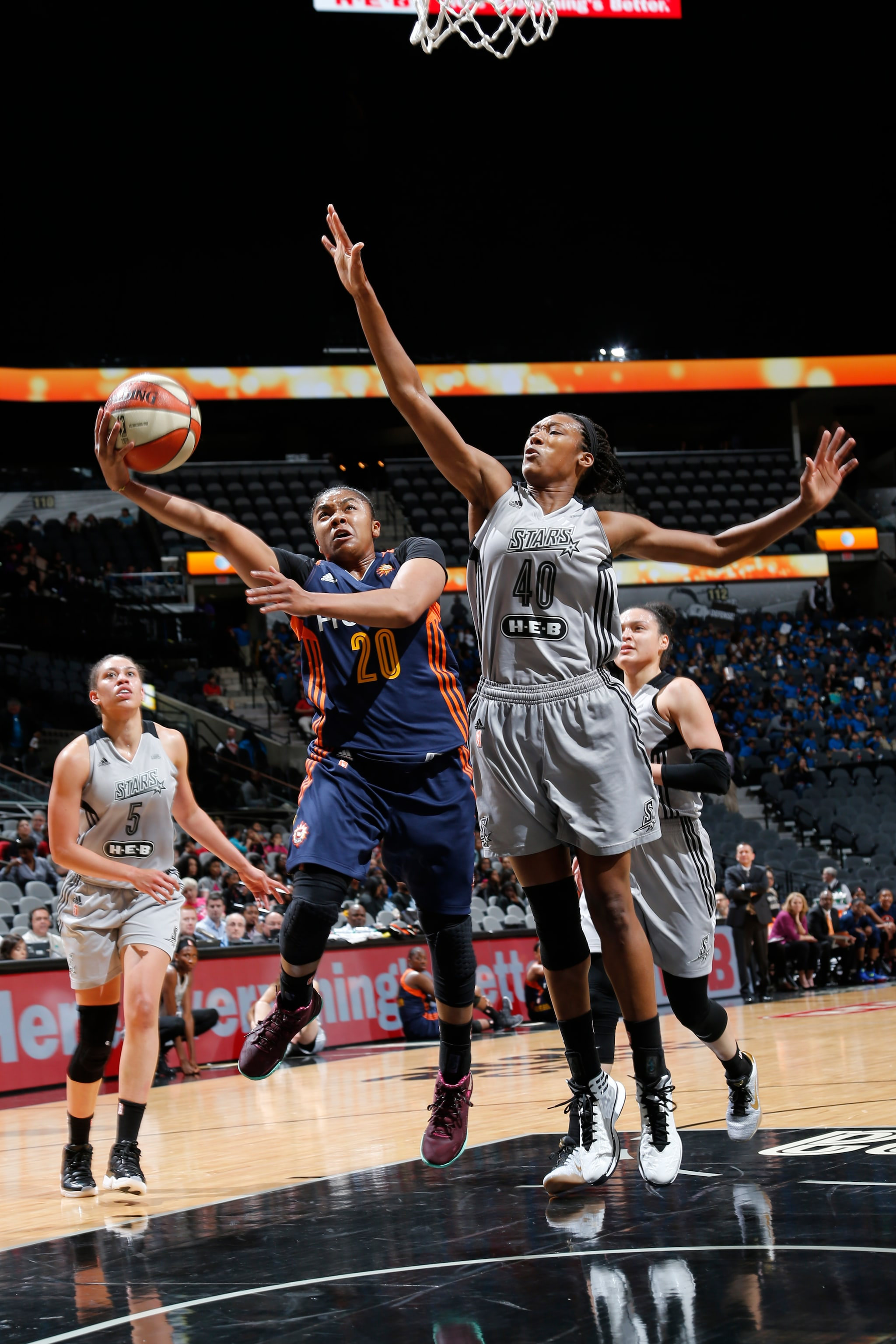SAN ANTONIO, TX - MAY 19: Alex Bentley #20 of the Connecticut Sun drives to the basket against Kayla Alexander #40 of the San Antonio Stars on May 19, 2016 at AT&T Center in San Antonio, Texas. NOTE TO USER: User expressly acknowledges and agrees that, by downloading and or using this Photograph, user is consenting to the terms and conditions of the Getty Images License Agreement. Mandatory Copyright Notice: Copyright 2016 NBAE (Photo by Chris Covatta/NBAE via Getty Images)