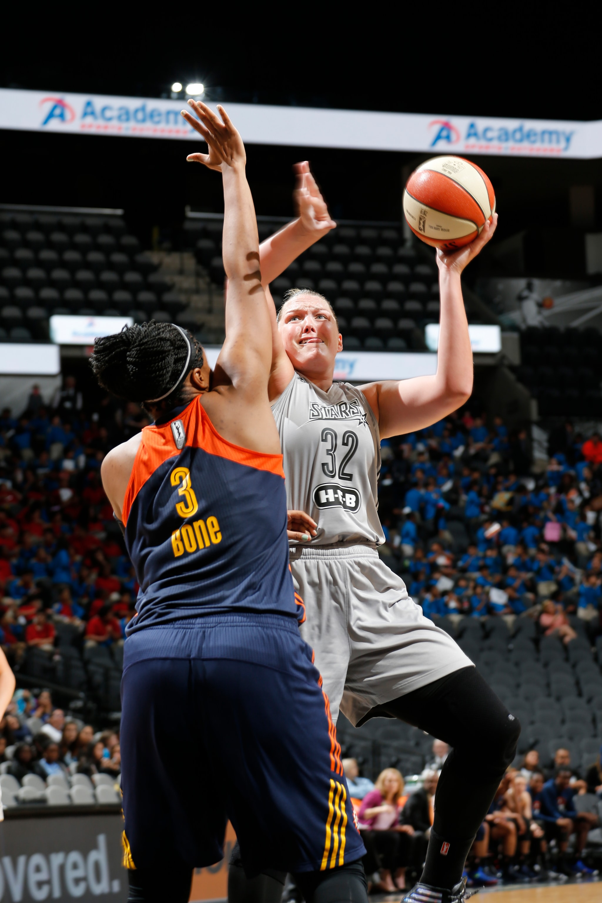 SAN ANTONIO, TX - MAY 19: Jayne Appel-Marinelli #32 of the San Antonio Stars shoots the ball against the Connecticut Sun on May 19, 2016 at AT&T Center in San Antonio, Texas. NOTE TO USER: User expressly acknowledges and agrees that, by downloading and or using this Photograph, user is consenting to the terms and conditions of the Getty Images License Agreement. Mandatory Copyright Notice: Copyright 2016 NBAE (Photo by Chris Covatta/NBAE via Getty Images)