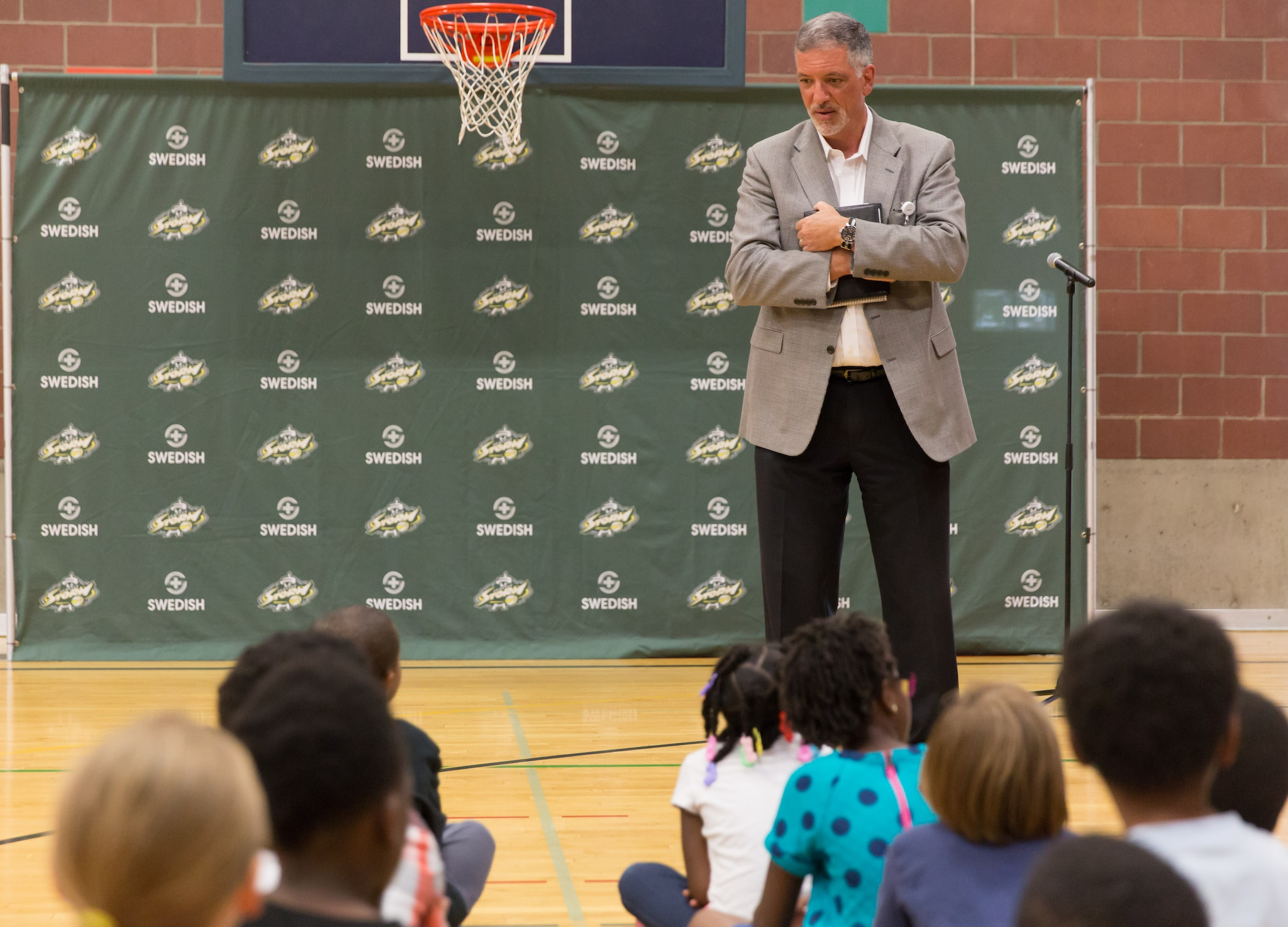 Andy Cosentino, Vice President of the Swedish Neuroscience Institute and Rehabilitation Performance Medicine, talks with the kids about the partnership with the Seattle Storm. (Neil Enns/Storm Photos)