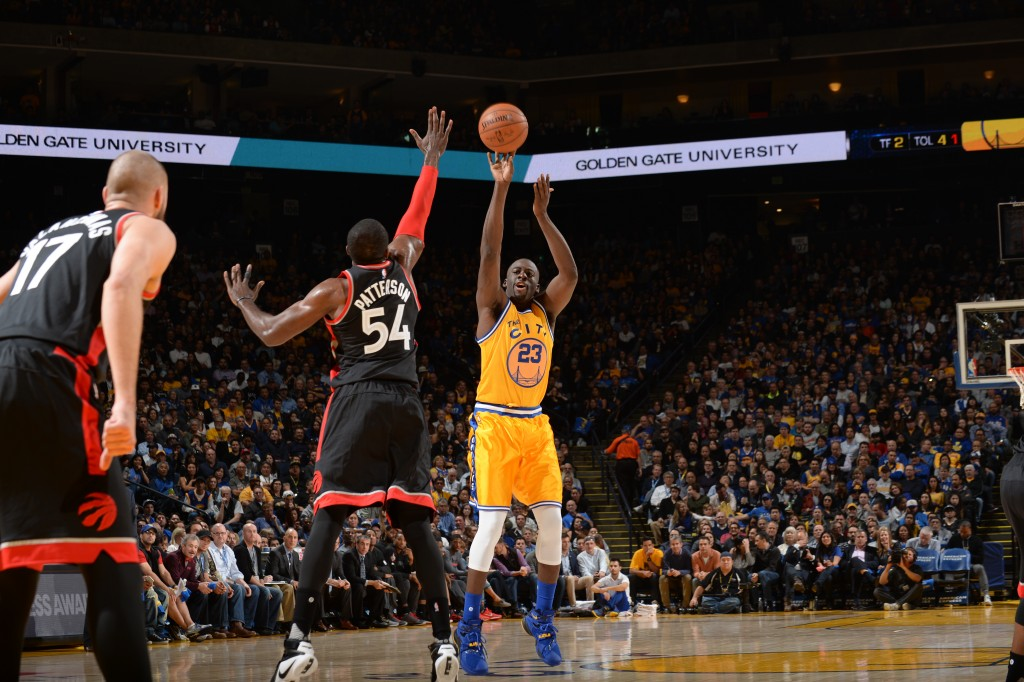 OAKLAND, CA - NOVEMBER 17: Draymond Green #23 of the Golden State Warriors shoots against Patrick Patterson #54 of the Toronto Raptors on November 17, 2015 at Oracle Arena in Oakland, California. NOTE TO USER: User expressly acknowledges and agrees that, by downloading and or using this photograph, user is consenting to the terms and conditions of Getty Images License Agreement. Mandatory Copyright Notice: Copyright 2015 NBAE (Photo by Noah Graham/NBAE via Getty Images)