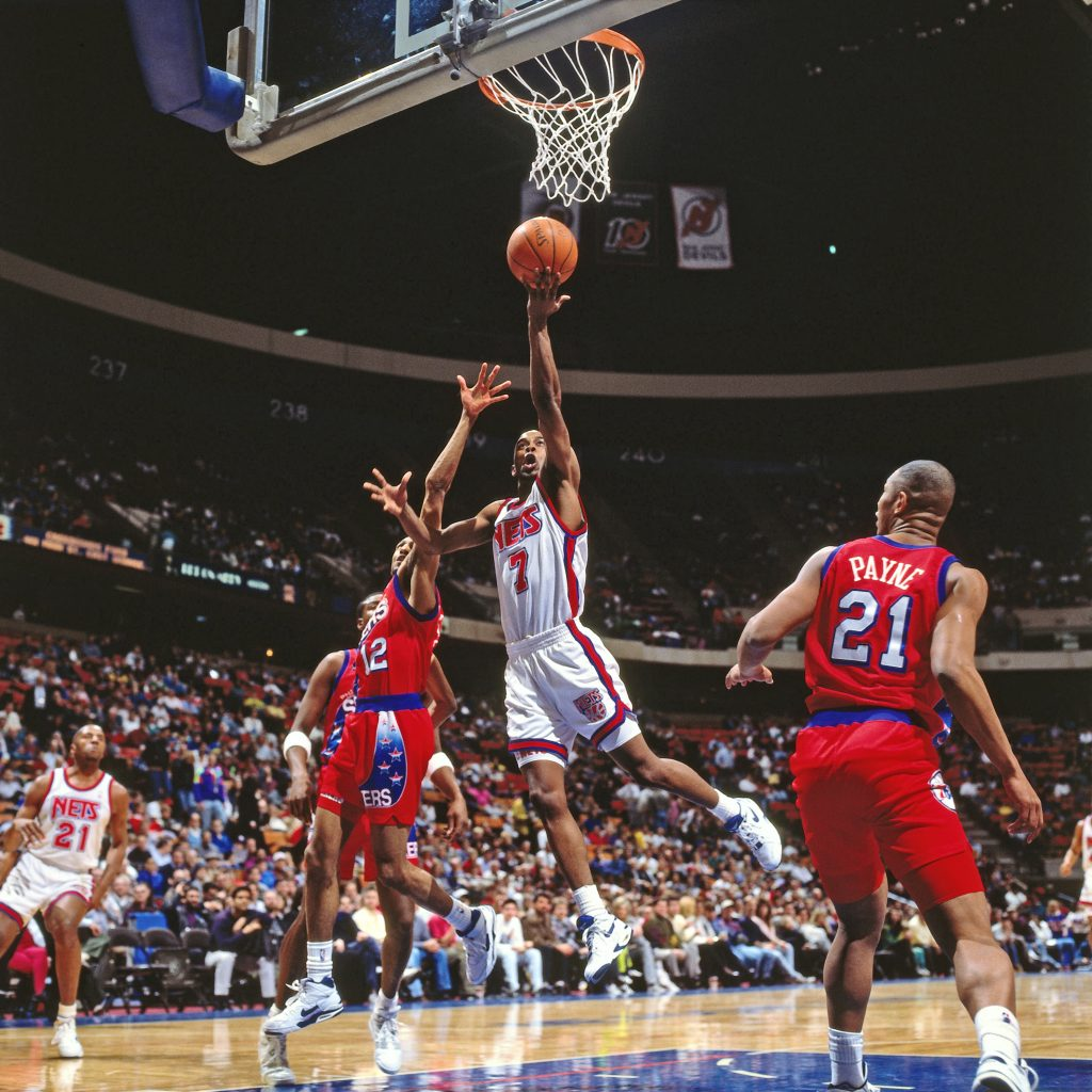 EAST RUTHERFORD, NJ - 1991: Kenny Anderson #7 of the New Jersey Nets shoots against the Philadelphia 76ers circa 1991 at the Brendan Byrne Arena in East Rutherford, New Jersey. NOTE TO USER: User expressly acknowledges and agrees that, by downloading and or using this photograph, User is consenting to the terms and conditions of the Getty Images License Agreement. Mandatory Copyright Notice: Copyright 1991 NBAE (Photo by Nathaniel S. Butler/NBAE via Getty Images)