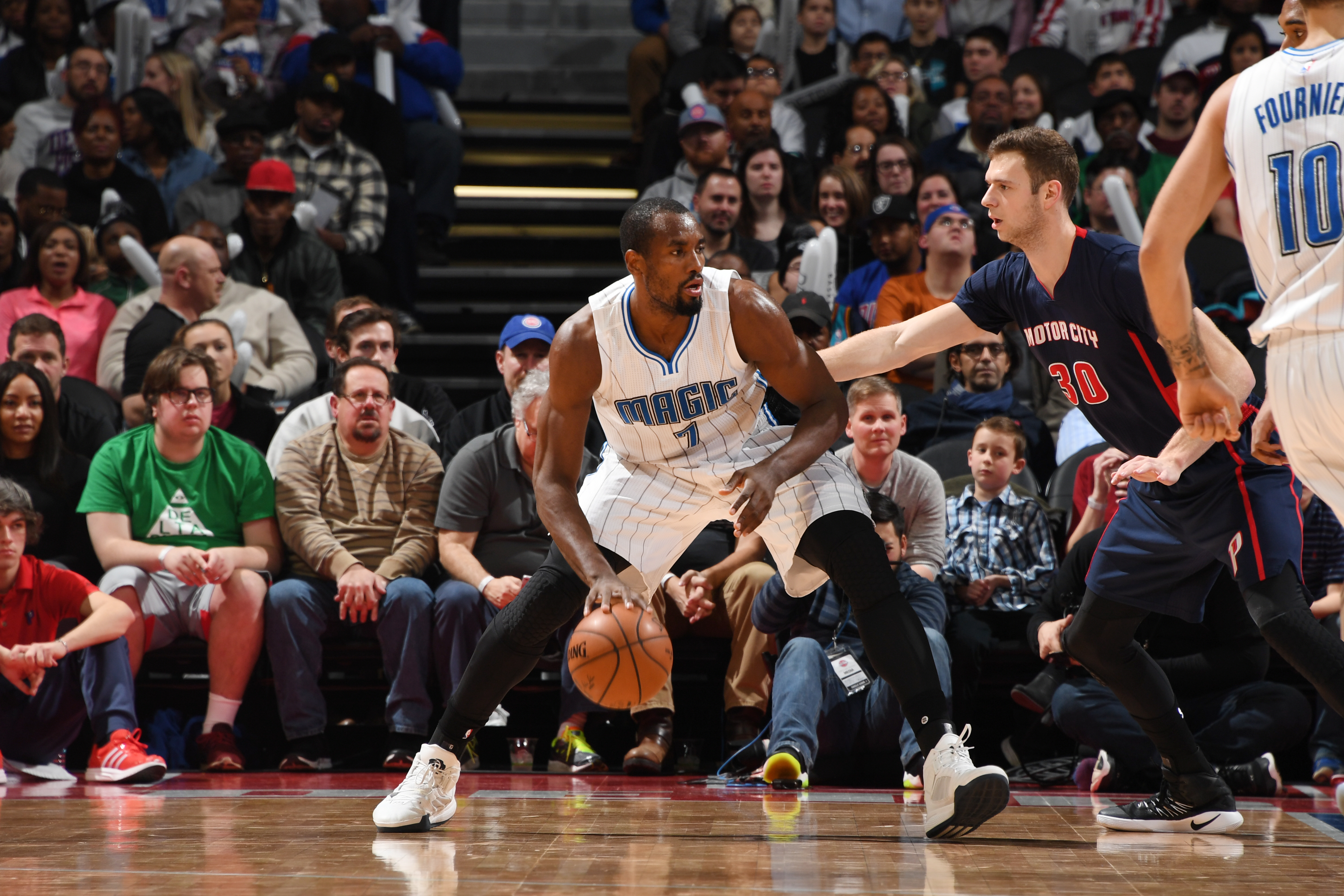 AUBURN HILLS, MI - DECEMBER 4:  Serge Ibaka #7 of the Orlando Magic handles the ball during a game against the Detroit Pistons on December 4, 2016 at The Palace of Auburn Hills in Auburn Hills, Michigan. NOTE TO USER: User expressly acknowledges and agrees that, by downloading and/or using this photograph, user is consenting to the terms and conditions of the Getty Images License Agreement. Mandatory Copyright Notice: Copyright 2016 NBAE (Photo by Chris Schwegler/NBAE via Getty Images)