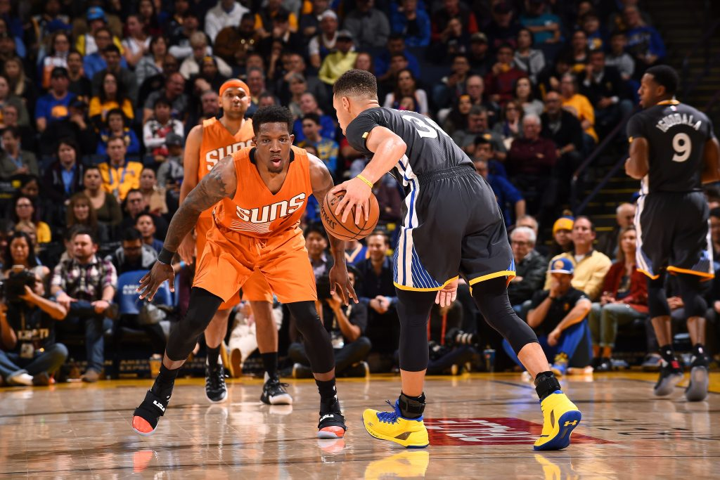 OAKLAND, CA - DECEMBER 3: Eric Bledsoe #2 of the Phoenix Suns plays defense against Stephen Curry #30 of the Golden State Warriors during the game on December 3, 2016 at ORACLE Arena in Oakland, California. NOTE TO USER: User expressly acknowledges and agrees that, by downloading and or using this photograph, user is consenting to the terms and conditions of Getty Images License Agreement. Mandatory Copyright Notice: Copyright 2016 NBAE (Photo by Noah Graham/NBAE via Getty Images)